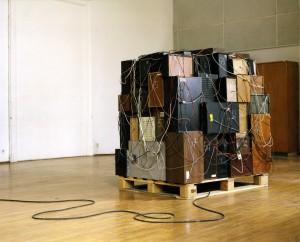 Clemens Leuschner, Introvertierter Boxenstapel, 2005